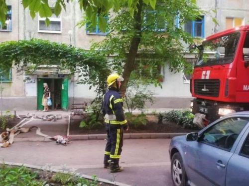 В Мариуполе бабушка подняла на ноги пожарных и десятки жителей