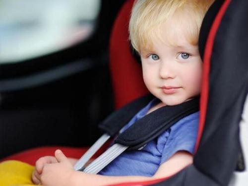 Полиция Мариуполя поделилась лайфхаками для автопоездки с детьми