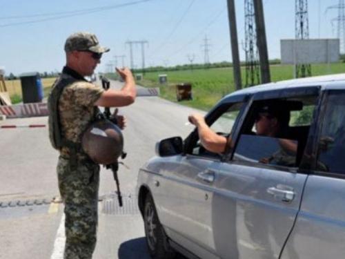 КПВВ «Новотроицкое» принимает людей с оккупированной территории