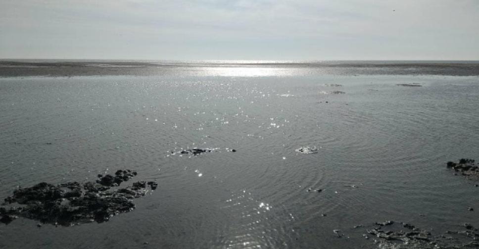 Возле мариупольского пляжа море возвращается в привычные берега