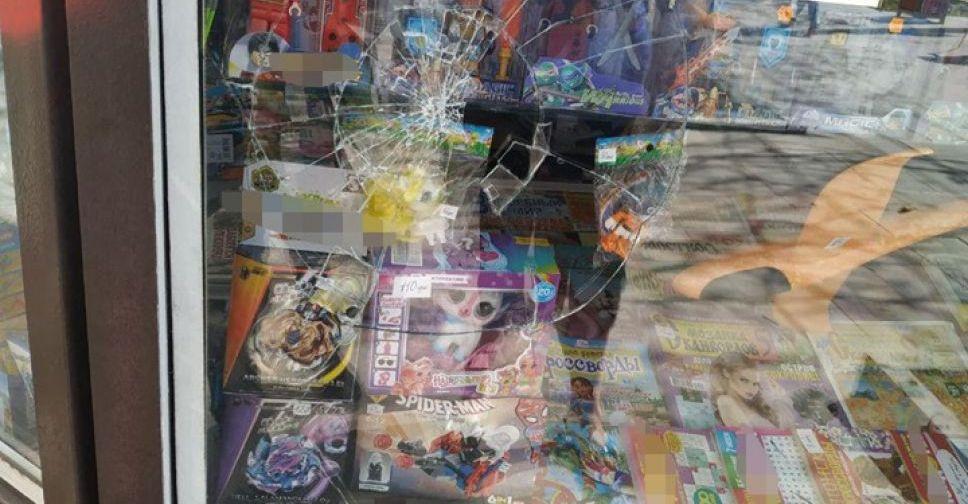 Картинки по запросу разбил витрину киоска